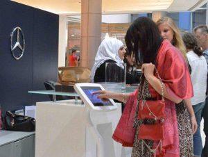 استفاده از کیوسک یا تبلت لمسی در نمایشگاه